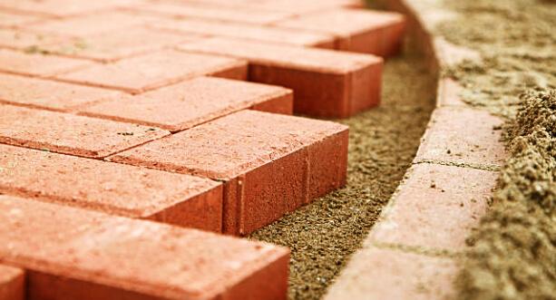 Burai Tamás kőműves mester - Hidegburkolás, térkövezés garanciával, elfogadható áron.